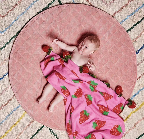 2018 Creative handmade blanket Strawberry jacquard pattern cotton knitted blanket pure pastoral style the best gift