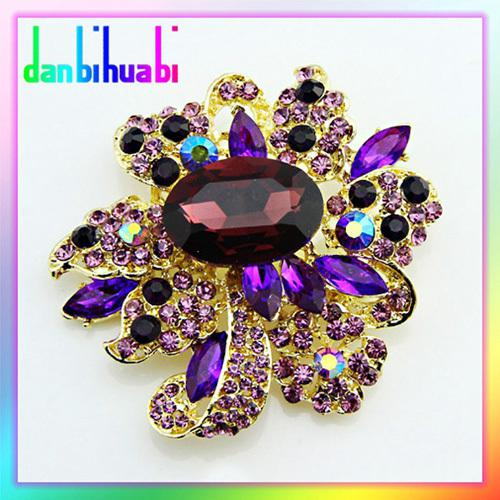 newest Charming rhinestone and crystal assorted golden brooch A variety of color optional