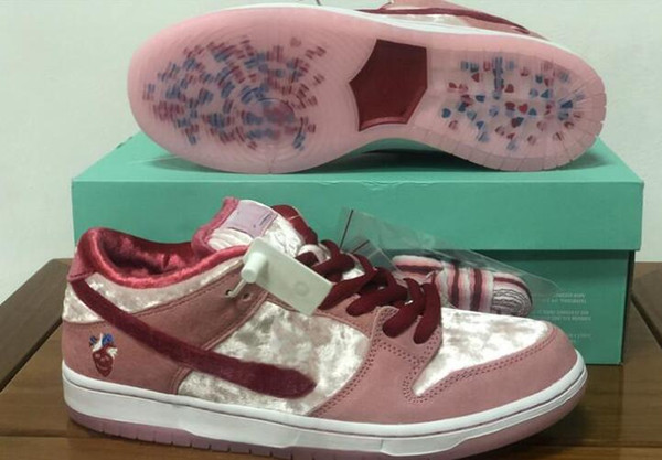 2020 New StrangeLove x SB Dunk Low Pink Velvet Girls chaussures Running Shoes Women Mens designer Valentine's Day sports sneakers With box