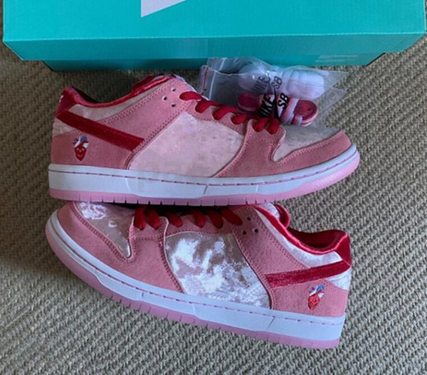 New StrangeLove x SB Dunk Low Pink Velvet Girls chaussures Running Shoes Women Mens designer Valentine's Day sports sneakers With box