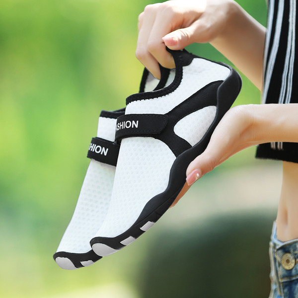 New Cool Summer Youth Fitness & Cross-Training Couple Shoes Men and Women Cute Sneakers Driving Travel Joker Shoes Diving Swim
