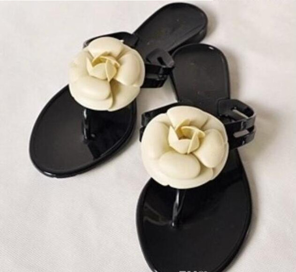 Designer Women Slippers Flowers Shoes Flat Beach Sandals New Retros Womens Leather Shoes High Quality Causal Bathing Flip Flops