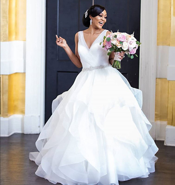 South African Plus Size Wedding Dresses 2019 Elegant V Neck Backless Beaded Tiered Floor Length Bridal Gowns Custom Made DA009